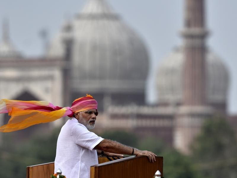 Prime Minister Narendra Modi has always made a statement with his turbans at the Independence Day speeches. This year, he chose a vibrant mix of red, saffron and pink to adorn his head for his appearance at Red Fort in New Delhi.  (Arvind Yadav/HT photo)
