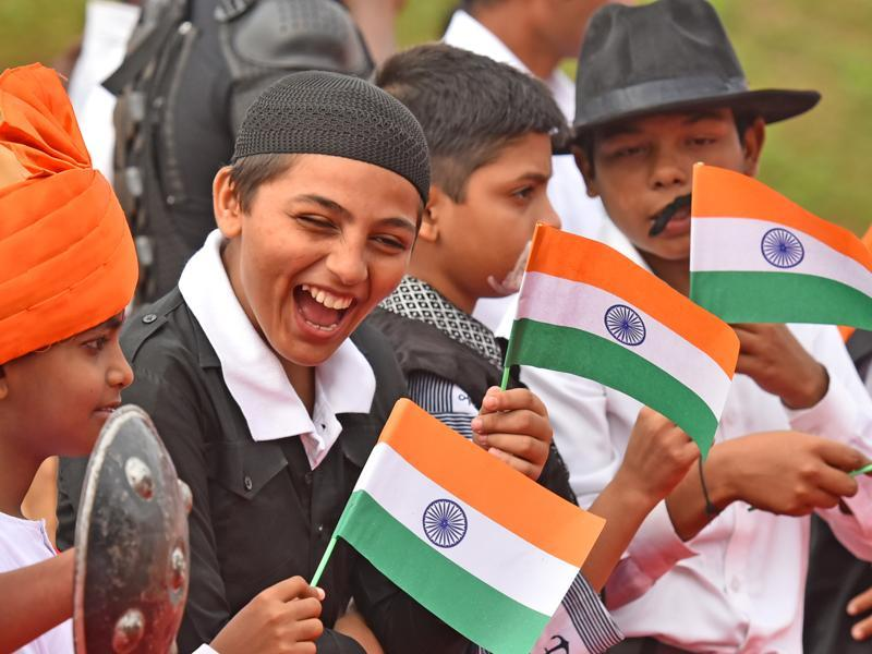 Children dressed up as freedom fighters  at Bandra in Mumbai on Monday. (Vidya Subramanian/HT PHOTO)
