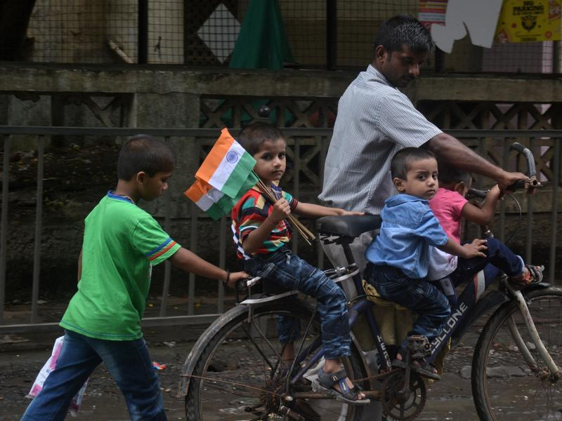 A child carries a bunch of flags at Hiranandani in Powai, Mumbai,  on Monday.India, on Monday. (Prashant waydande/ht photo)