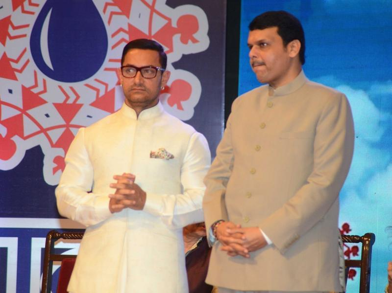 Maharashtra Chief Minister Devendra Fadnavis and actor Aamir Khan during The Satyamev Jayate Water Cup Awards 2016. (IANS)