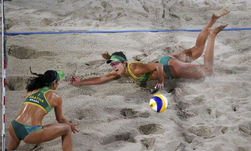 Barbara Seixas Figueiredo digs to save the ball during the semifinal against the USA. (REUTERS)