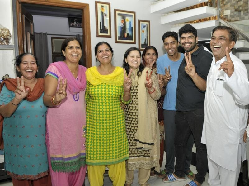 The parents of Sakshi Malik are joined by relatives and well wishers in their Rohtak home after the wrestler struck bronze at the Rio Olympics. (RAVI KUMAR/HT)