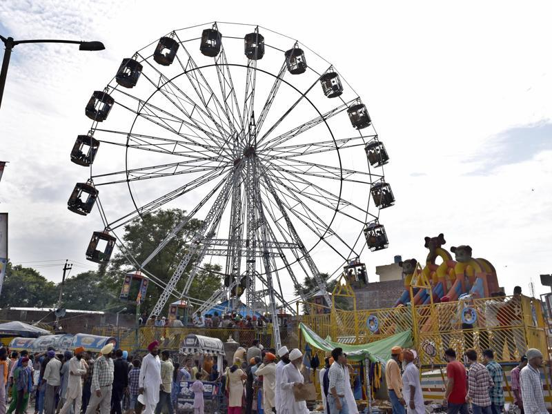 Ferris wheel at the Rakhar Punia fair at Baba Bakala in Amritsar district on Thursday. (Gurpreet Singh/HT Photo)