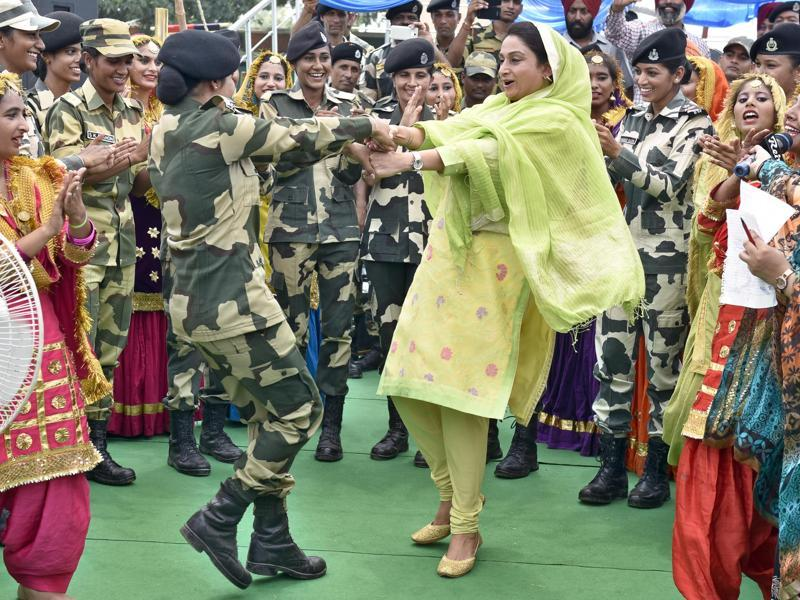 Harsimrat Kaur Badal, Union food processing minister performing giddha with BSF officers and school girls on the eve of Raksha Bandhan festival at Attari-Wagha Border in Amritsar. (Gurpreet singh/ht photo)
