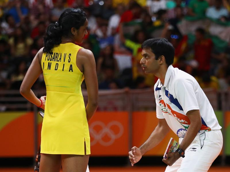 Coach Pullela Gopichand was on the job to advice and encourage PV Sindhu in the Saturday's final. (Clive Brunskill/Getty Images)