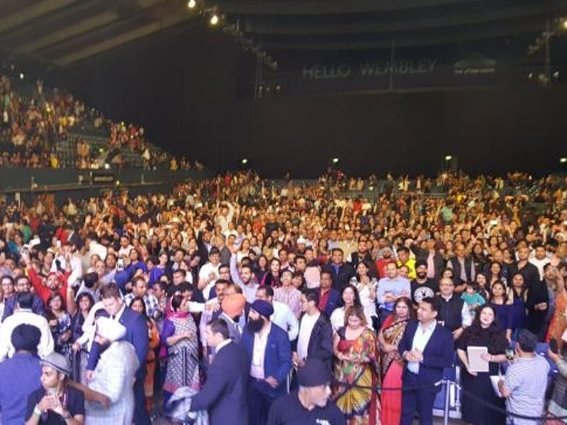 TV star Kapil Sharma put this picture from his London show on August 20 and thanked his fans for showering their love. (Twitter)