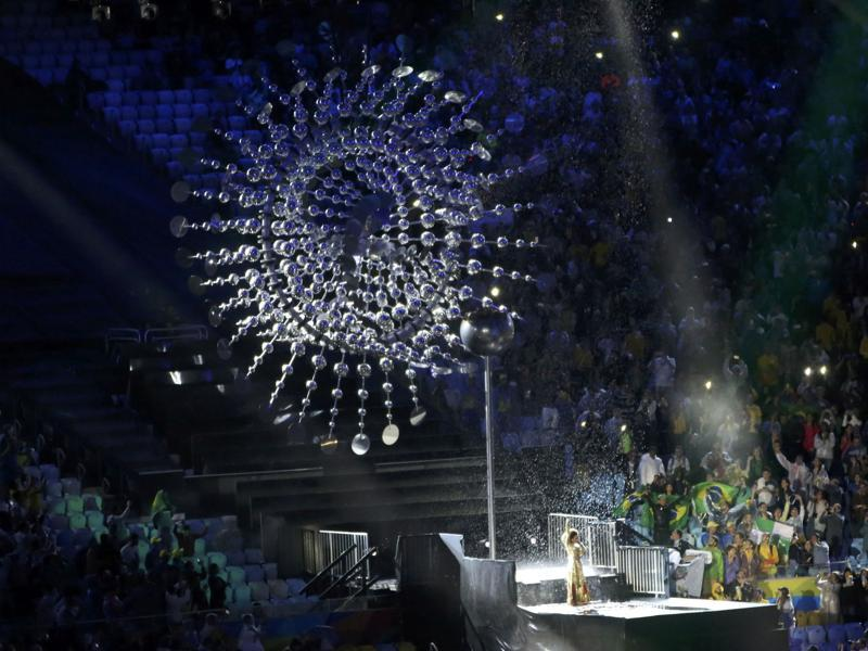The Olympic flame is extinguished as Brazilian singer Mariene de Castro performs. (REUTERS)