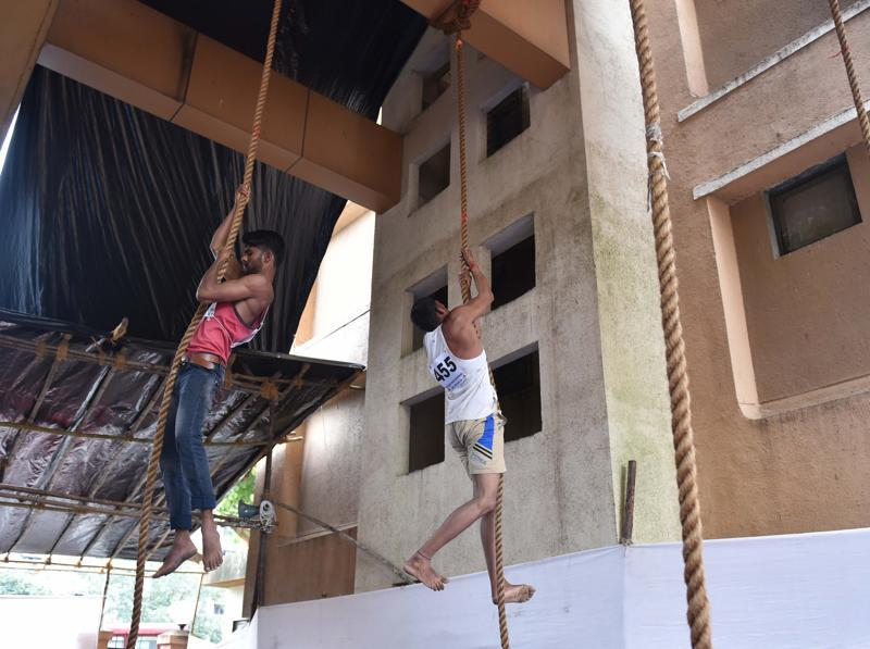 Men do rope climbing during Fire Brigade recruitment drive at Borivali. Candidates go through various physical tests during recruitment and get selected for training after the result of recruitment drive. After training for 6 months, 774 posts of firemen will get fulfilled through merit.  (Pratham Gokhale)