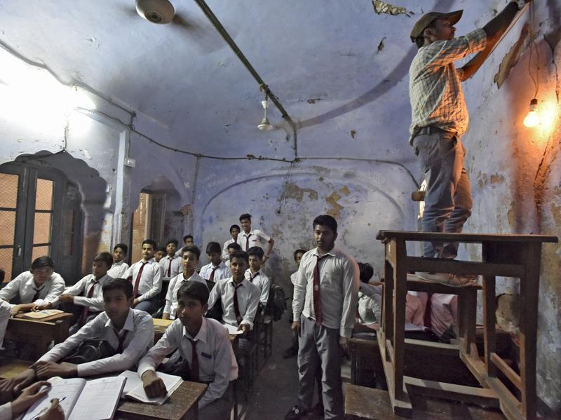 The school started as a madrasa but was shut down in the 1790s with the decline of the Mughal empire. An oriental college for literature began at its place later, which the British changed to the Anglo Arabic College in 1828. There are several rooms where students can't sit these days because the roof can collapse suddenly (Ravi Choudhary/HT PHOTO)