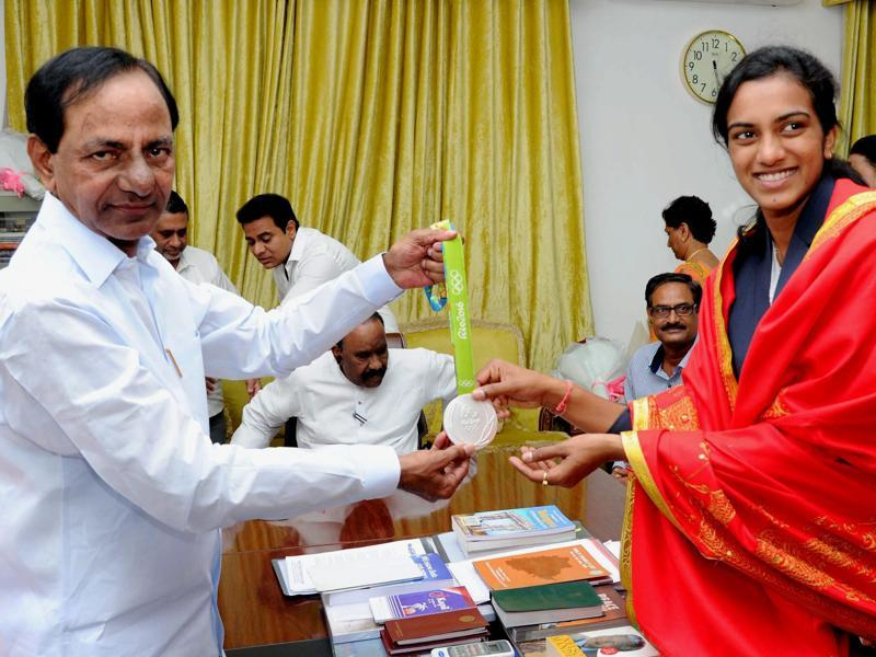 Sindhu poses for a photograph with her medal with Telangana Chief Minister K Chandrasekhar Rao. (PTI)