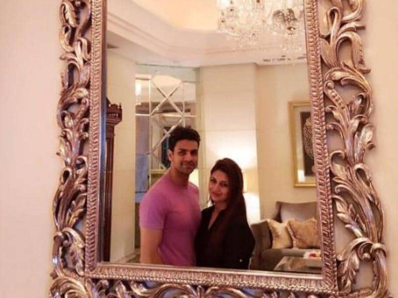 "A romantic click! Vivek posted the image with the message, ""Aren't you something to admire, coz your shine is like a mirror! #PrettyMirrors #PrettyChandeliers #PrettyYou."" (Facebook)"
