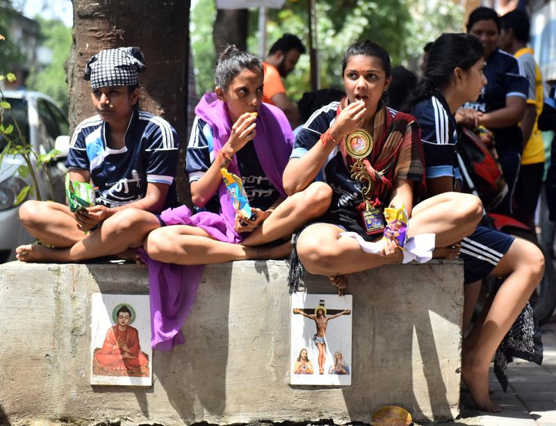 Women govindas take a break in between the festivities in Mumbai on Thursday. (Vidya Subramanian/HT )