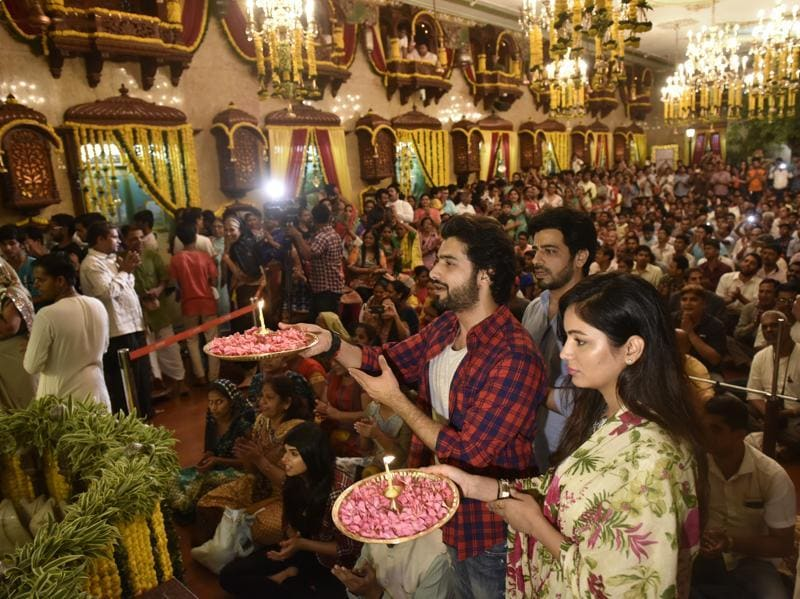 Television actors offer prayers during Maha Aarti  at the ISKCON temple in Girgaon on Thursday. (Arijit Sen/HT)