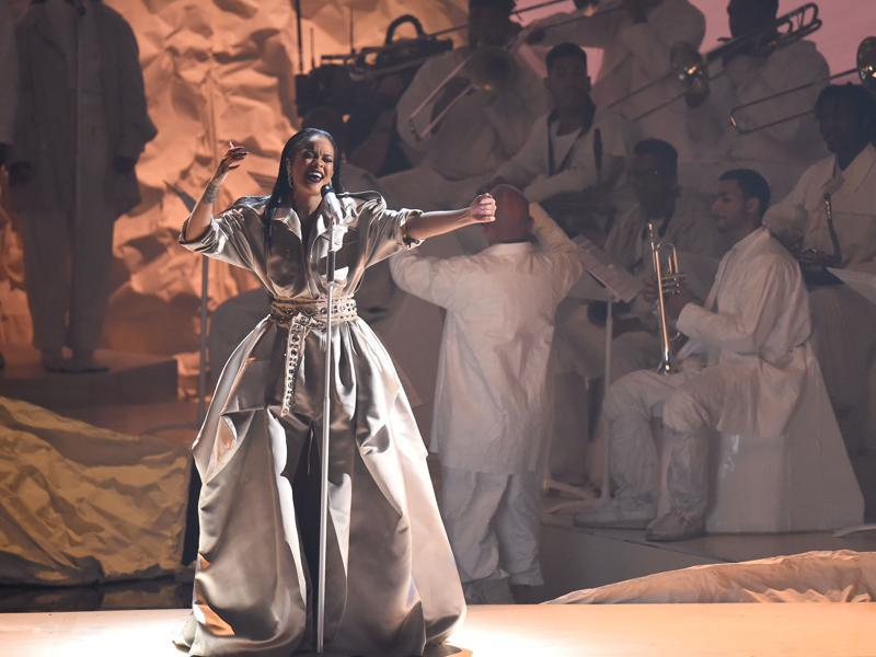Rihanna performs onstage during the 2016 MTV Music Video Awards at Madison Square Garden . Rihann won the The Video Vanguard Award. (AFP)