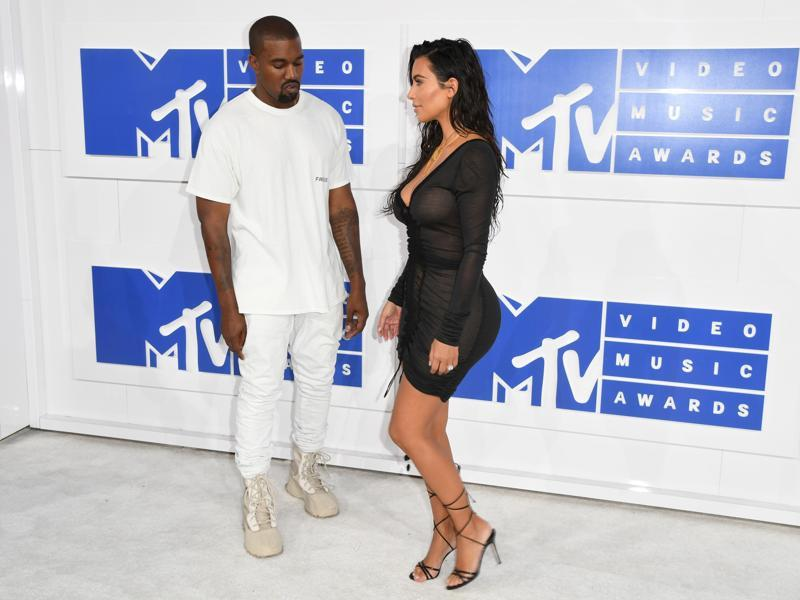 Kim Kardashian and Kanye West arrive for the 2016 MTV Video Music Awards as Kanye looks at his wife, (AFP)