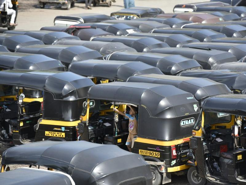 Auto rickshaws stayed off the roads to protest against cab aggregators such as Uber and Ola at Lokmanya Tilak Terminus on Wednesday. (kunal patil/HT photo)