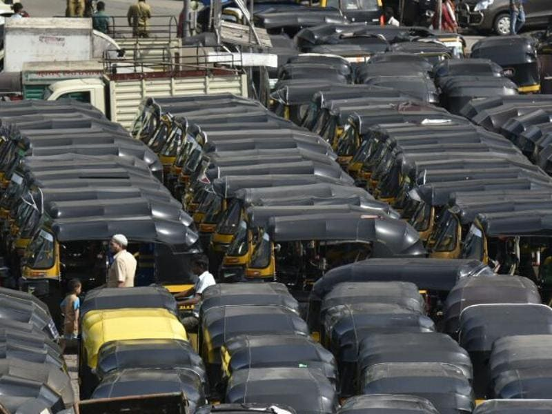 Auto drivers affiliated to affiliated to Mumbai Autorickshaw Men's Union refused to ply as part of the one-day protest at Lokmanya Tilak Terminus on Wednesday. (kunal patil/ht photo)