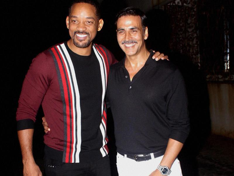 Akshay Kumar with Hollywood actor Will Smith during a party in Mumbai. (PTI)