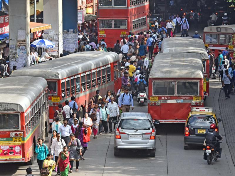 At Andheri station too, the situation was same despite more buses plying on the roads. (Vidya Subramanian/ht photo)