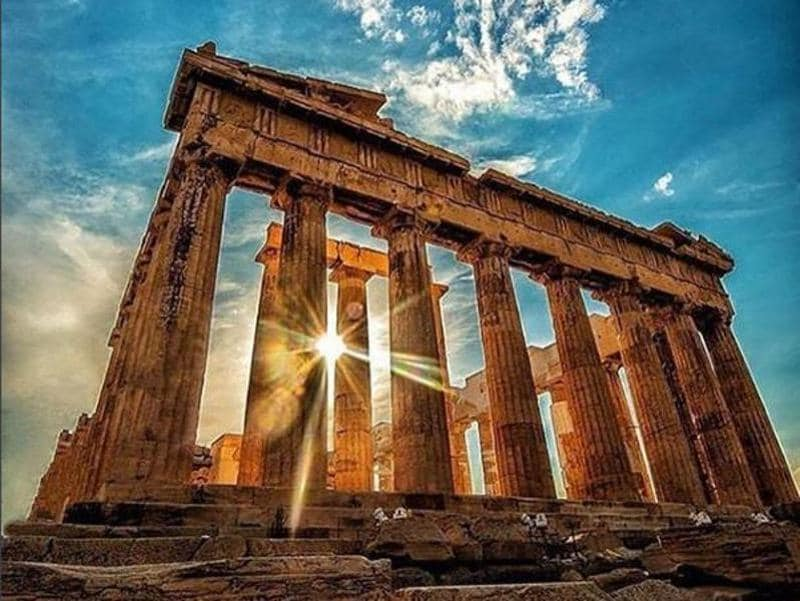 Greece has been plagued by a financial crisis since 2010. #parthenon #ancient #historic #architecture #ruins (neoagram/instagram)
