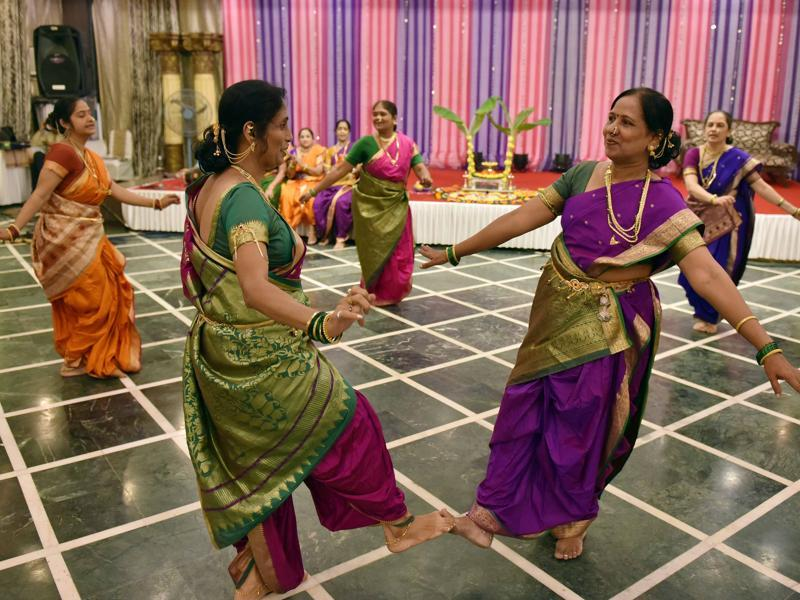 Women perform in traditional Marathi attire. (Pratham Gokhale/HT PHOTO)