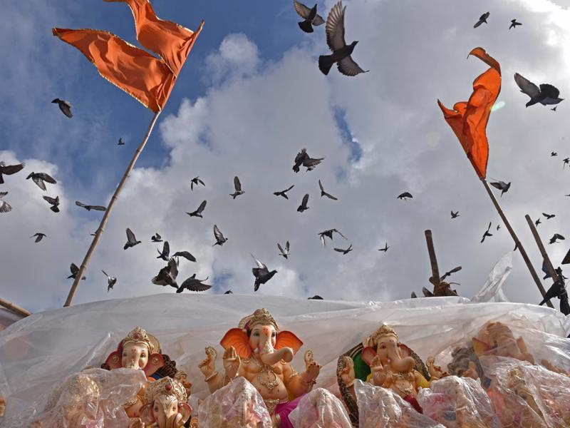 SKY IS THE LIMIT: Idols of Lord Ganesha for sale at Dadar market . (Pratham Gokhale/HT)