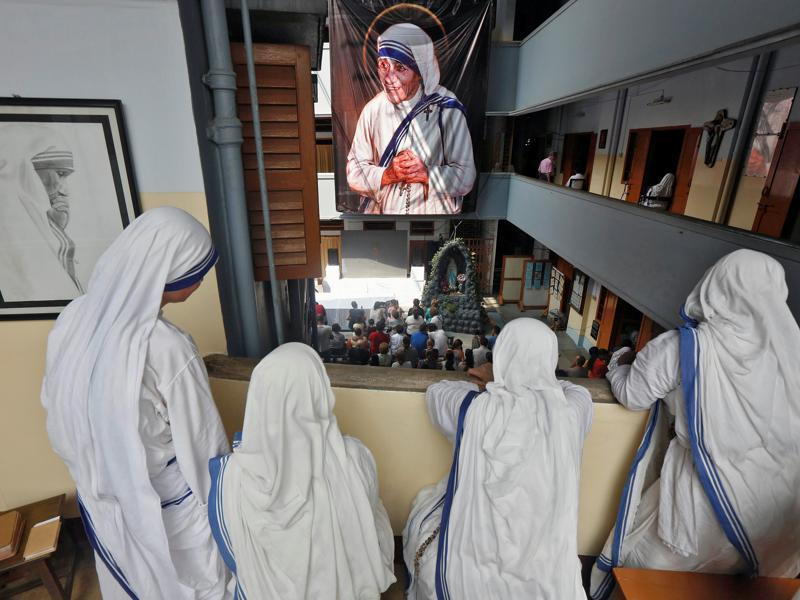 Nuns from the Missionaries of Charity in Kolkata, India, watch a live broadcast of the canonisation of Mother Teresa at a ceremony held in the Vatican, September 4, 2016. REUTERS/Rupak De Chowdhuri (REUTERS)