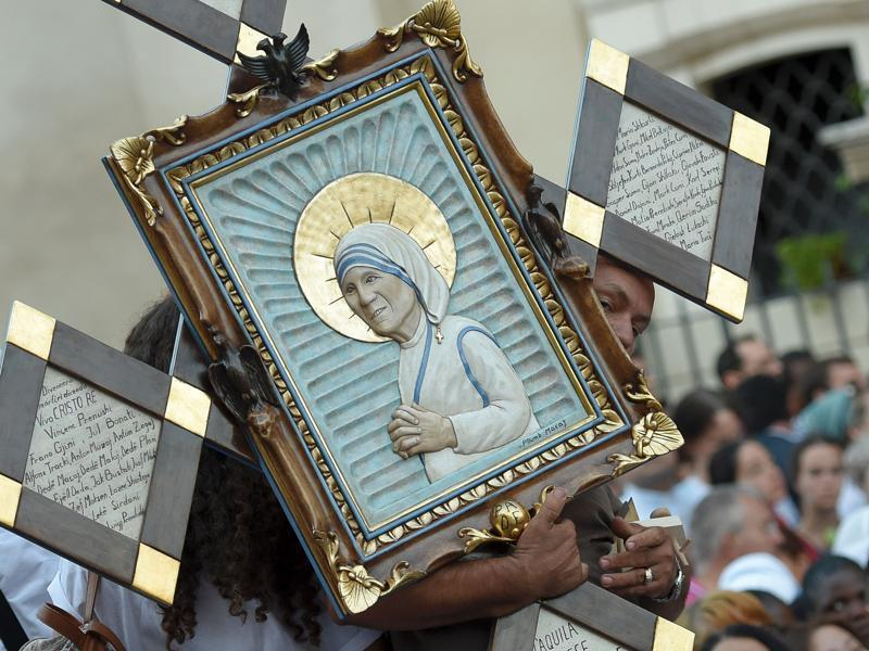 A man holds an icona of Mother Teresa of Kolkata as he arrives for the holy mass and Canonisation of the nun on St. Peter square in the Vatican on Sunday (ANDREAS SOLARO/AFP)
