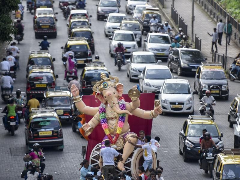 People carry an Lord Ganesha in Dadar in Mumbai. Idols will be immersed in water bodies across the city on September 6, 9, 10 and 15. (Kunal Patil/Hindustan Times)