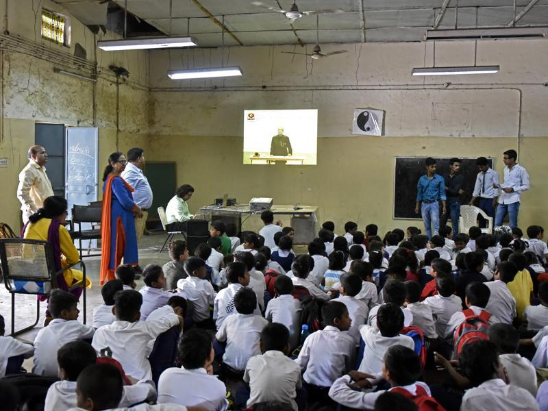 Students of Shaheed Hemu Kalani Sarvodaya Bal Vidhyalaya School in at Lajpat Nagar  watching the live telecast of the speech of President Pranab Mukherjee on the occasion of Teachers' Day in New Delhi on Monday. (Ravi Choudhary/HT PHOTO)