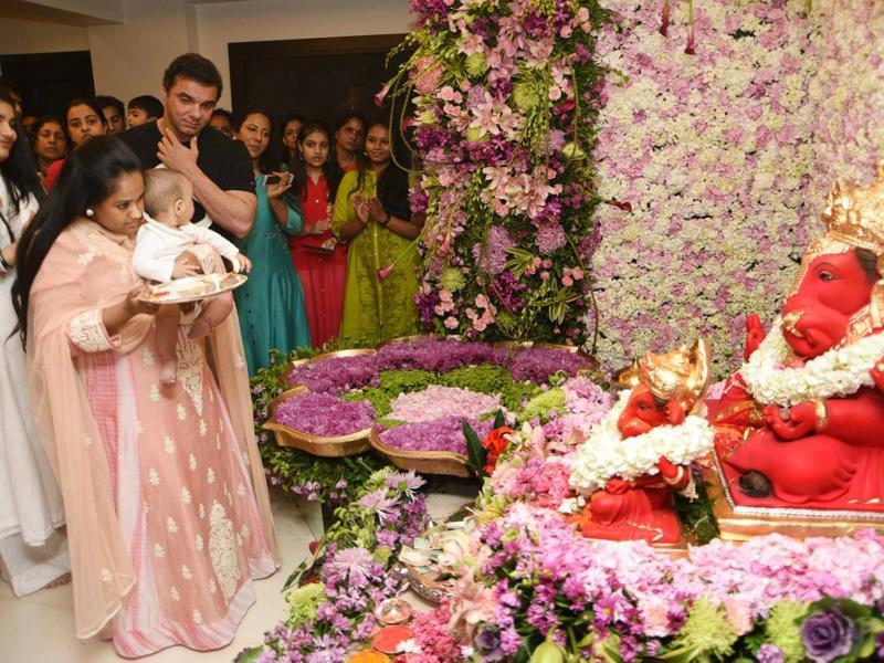Arpita Khan performs Ganesha aarti and ensures son Ahil is involved in the festivities too. (Yogen Shah)