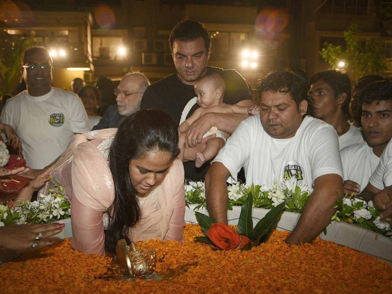 Arpta performs the Ganpati visarjan ritual on Tuesday. (Yogen Shah)