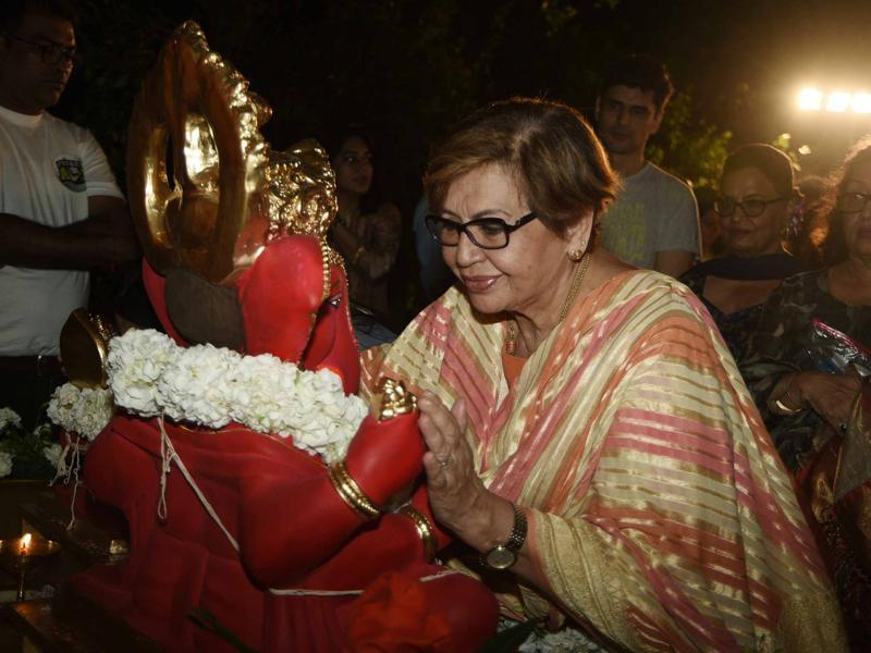 Helen bids a final farewell to Ganpati Bappa. (Yogen Shah)