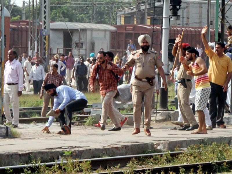 Protesters pelted stones at the cops at Ludhiana railway station on Monday. (JS Grewal/HT Photo)