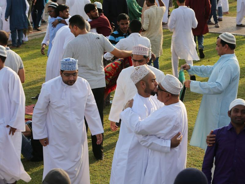 Muslim devotees gather for the morning Eid al-Adha prayer outside a mosque in the Omani capital Muscat. (AFP Photo)