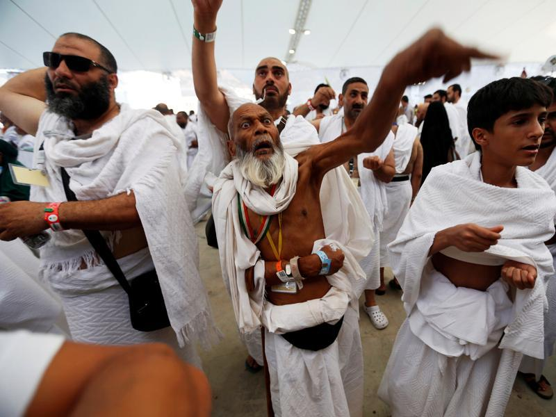 Muslim pilgrims during the annual Haj pilgrimage on Eid al-Adha in Mina. (Reuters Photo)