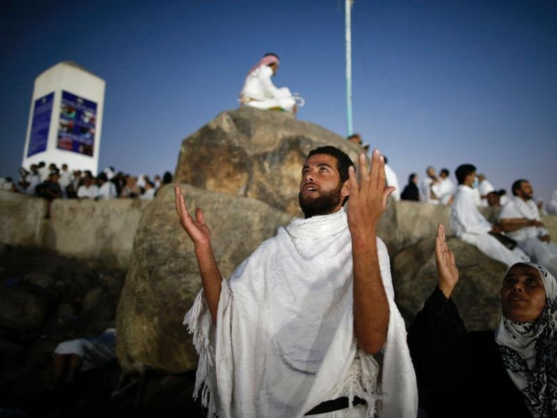 Muslim pilgrims join one of the haj rituals on Mount Arafat, near Mecca. (AFP Photo)