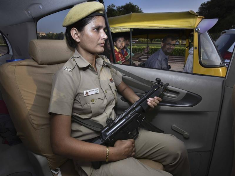 One of the women personnel  will carries an MP-5 gun, in New Delhi. (Arun Sharma/HT Photo)