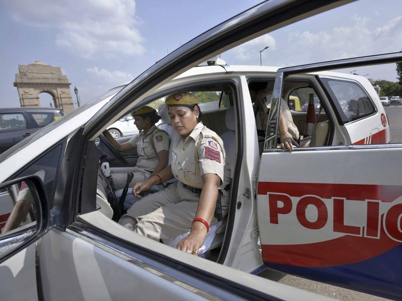 Currently, there are 20 women police personnel who have been trained for the job and plans are afoot to train more. As of now, they will work in one shift -- 9 am to 5pm, Delhi Police officials said.  (Arun Sharma/HT Photo)