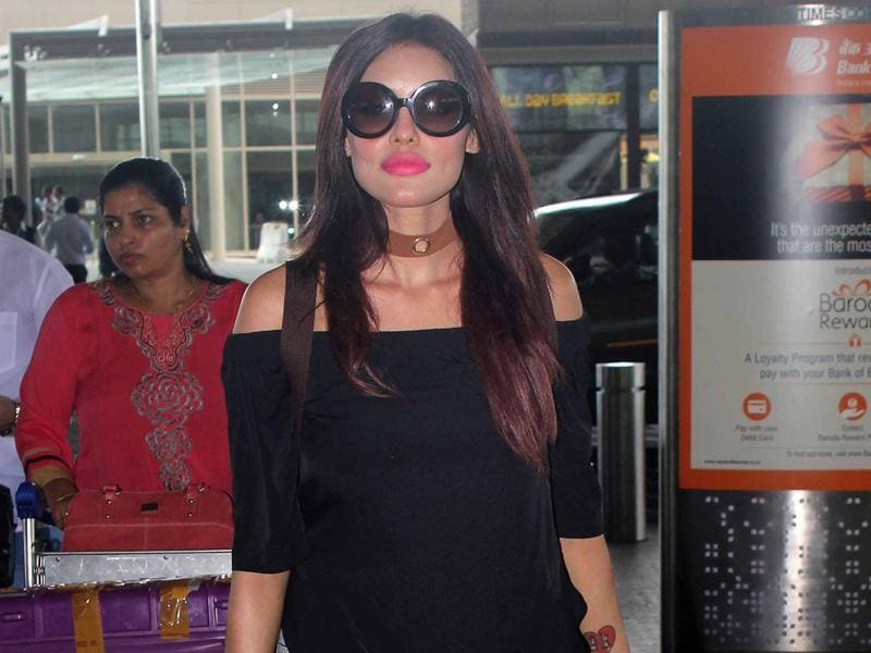 Bipasha Basu was also spotted at the airport. (Photo: Yogen Shah)