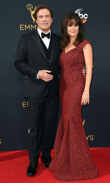 Actors John Travolta (L) and Kelly Preston arrive for the 68th Emmy Awards on September 18, 2016 at the Microsoft Theatre in Los Angeles. / AFP PHOTO / Robyn Beck (AFP)