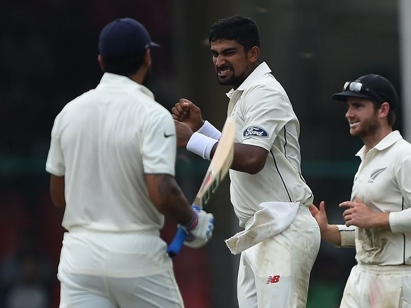 New Zealand's Ish Sodhi (C) celebrates the wicket of India's Murali Vijay (L). (AFP Photo)