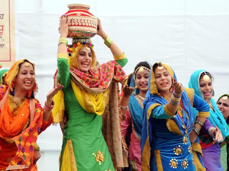 A giddha performance at Modi College in Patiala on Friday.   (Bharat Bhushan/HT Photo)