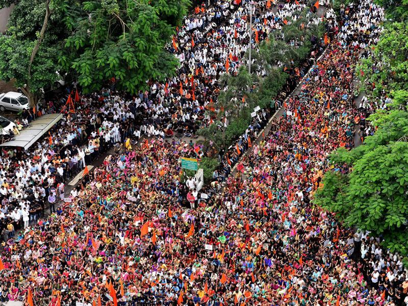 After organising massive morchas in Beed, Aurangabad, Parbhani and Osmanabad, the Maratha Kranti silent morcha was held in Navi Mumbai on September 21, 2016. The silent protests are being held in demand for reservation for Marathas.  (Bachchan Kumar/HT Photo)