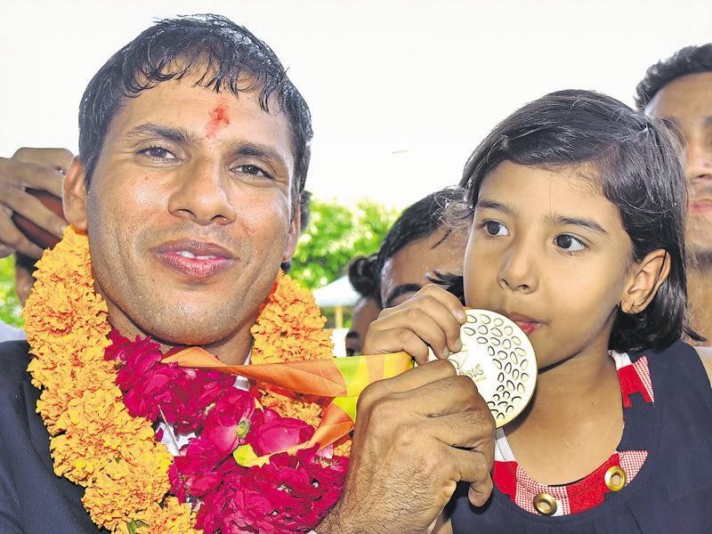 Paralympian Devendra Jhajharia gets hero's welcome in Jaipur - Hindustan  Times