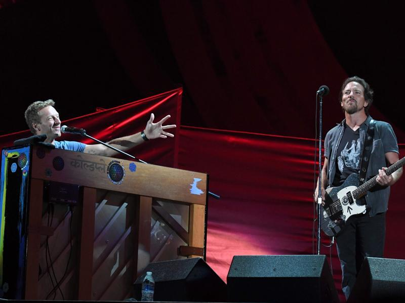 "Musicians Eddie Vedder (R) and Chris Martin perform at the 2016 Global Citizen Festival. Pearl Jam frontman Eddie Vedder teamed up separately with Yusuf and with Coldplay frontman Chris Martin, with whom he sang a two-guitar version of Patti Smith's ""People Have the Power."" (AFP)"