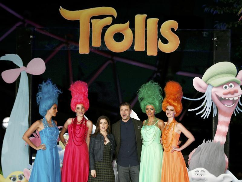 Justin Timberlake and Anna Kendrick attend a photocall to promote the film Trolls at the London Eye. (REUTERS)