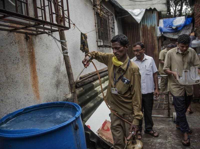 The BMC staff during an inspection. Health officials say clearing old water helps reduce breeding spots. (Satish Bate/HT PHOTO)