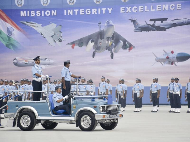 The Indian air force showcased its front-line fighters on October 7 in Ghaziabad. (SAKIB ALI / HT PHOTO)