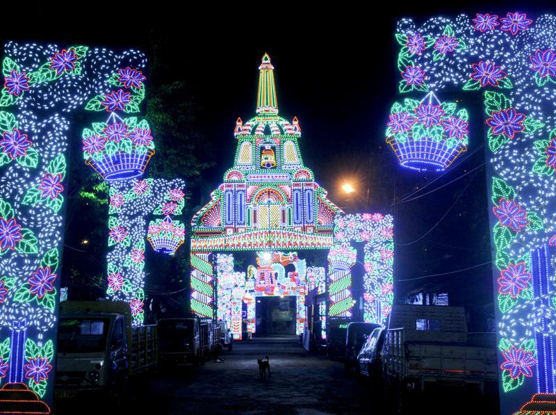 A Kolkata street is lit up for Durga Puja. (Samir Jana/HT PHOTO)